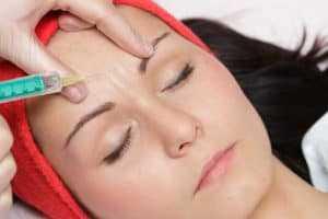 Mezoterapia igłowa - wypełnianie zmarszczek kwasem hialuronowym - rosamed-clinic